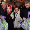 Hilmi Türkmen pazarda zembil dağıttı