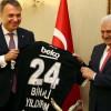 Başbakan Yıldırım'a Beşiktaş forması