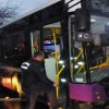 Kadıköy'de otobüs direğe çakıldı!