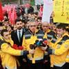Kemal Memişoğlu, ekipleriyle birlikte Şehitler Tepesinde