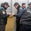 Polis, okul önlerinde göz açtırmıyor