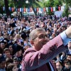 Başkan Türkmen, öğrencilerin mutluluğunu özçekimle pekiştirdi