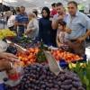 Sezgin Baran, pazarı satın aldı, halka ücretsiz dağıttı