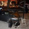 Bağdat Caddesi'nde lüks araç kaldırıma çıktı