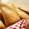 Günde o kadar ekmek çöpe gidiyor!