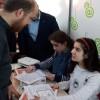 Bilal Erdoğan, görme engelli öğrencilere karne dağıttı